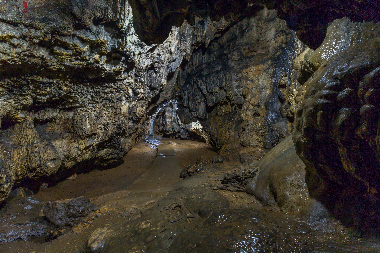 Krem Mawsmai Caves