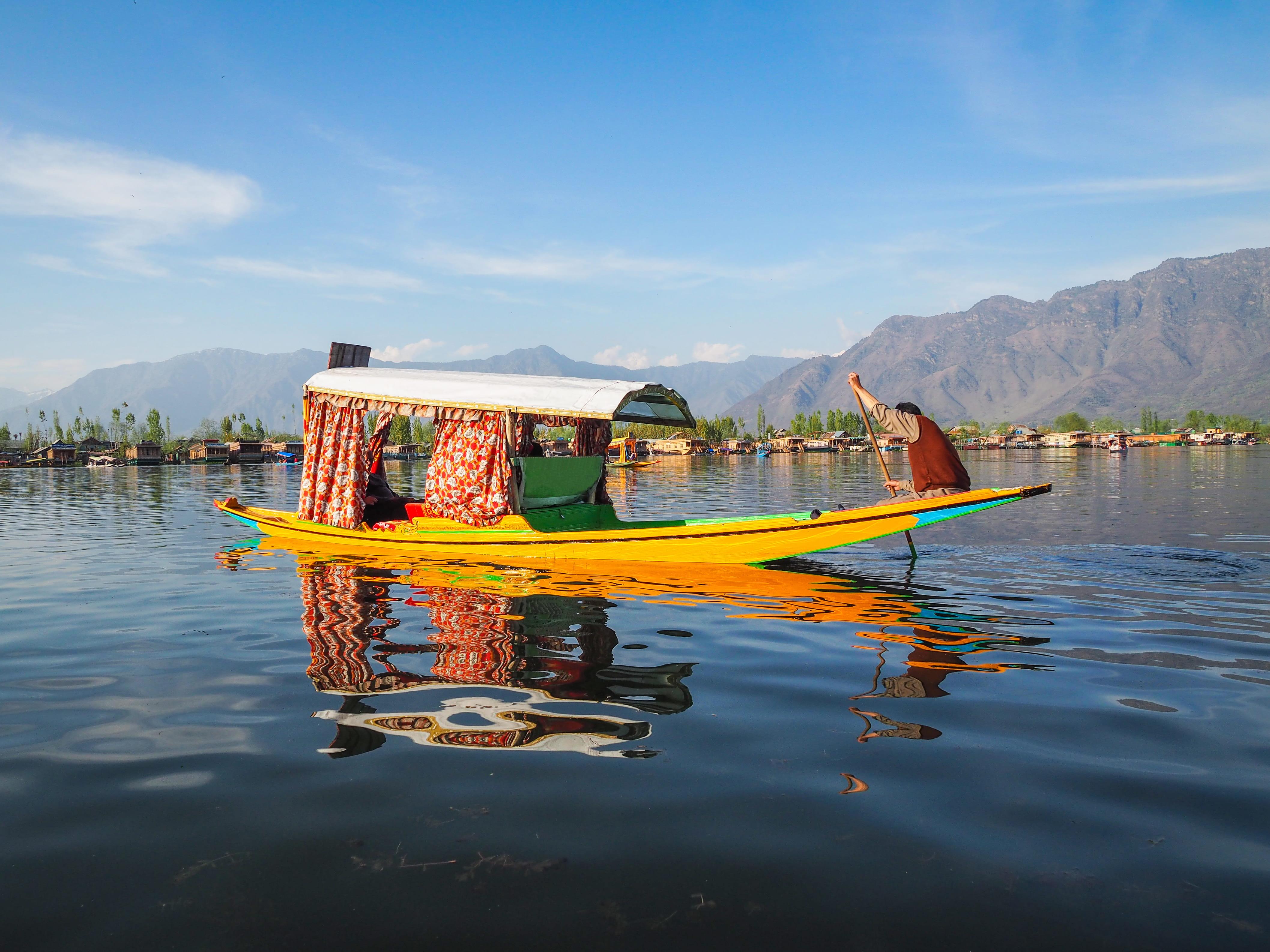 Shikaras (small boats)